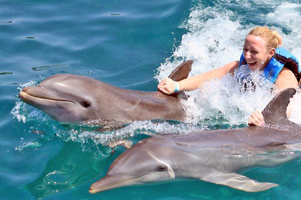 Anna-Lisa with dolphins in Cancun