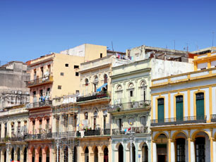 Cuba_Havana_colorful-buildings_web.jpg