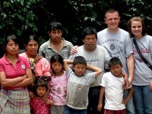 Guatemala_Volunteer-with-family