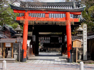 Japan_Kyoto_gate_web.jpg