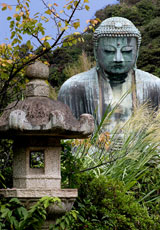 Japan_Kamakura_buddha-&-lamp_web.jpg