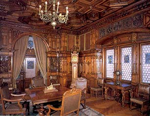 Romania_Peles-Castle_interior_web.jpg